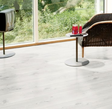 luxus-832-laminate-wooden-flooring